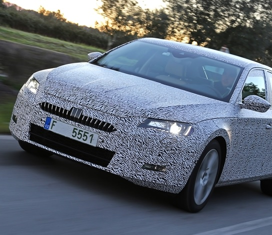 Skoda Superb 2015 face avant